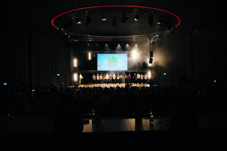 Ihr Event verdient Profis!! USL Veranstaltungstechnik sorgt mit der Beleuchtung, Dekokration und Musikanlage für die richtige Stimmung an Ihrem Fest